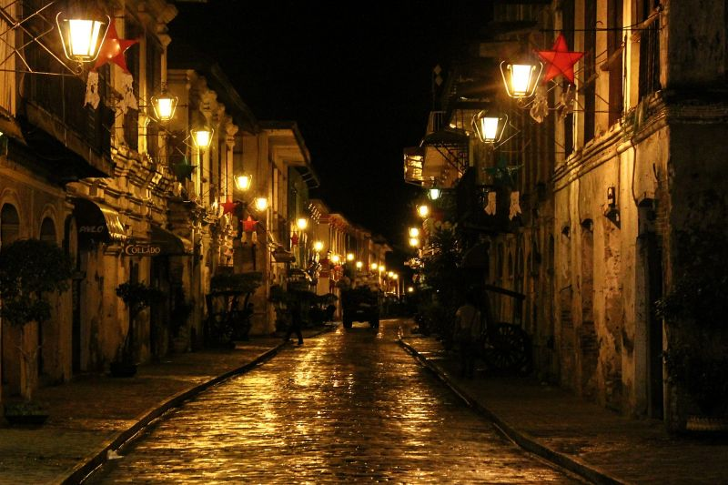 Night scene in Vigan's Calle Crisologo