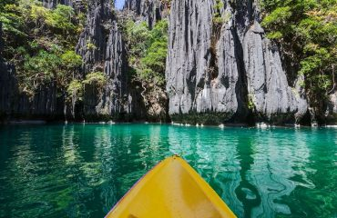 Kayak in El Nido Small Lagoon Palawan
